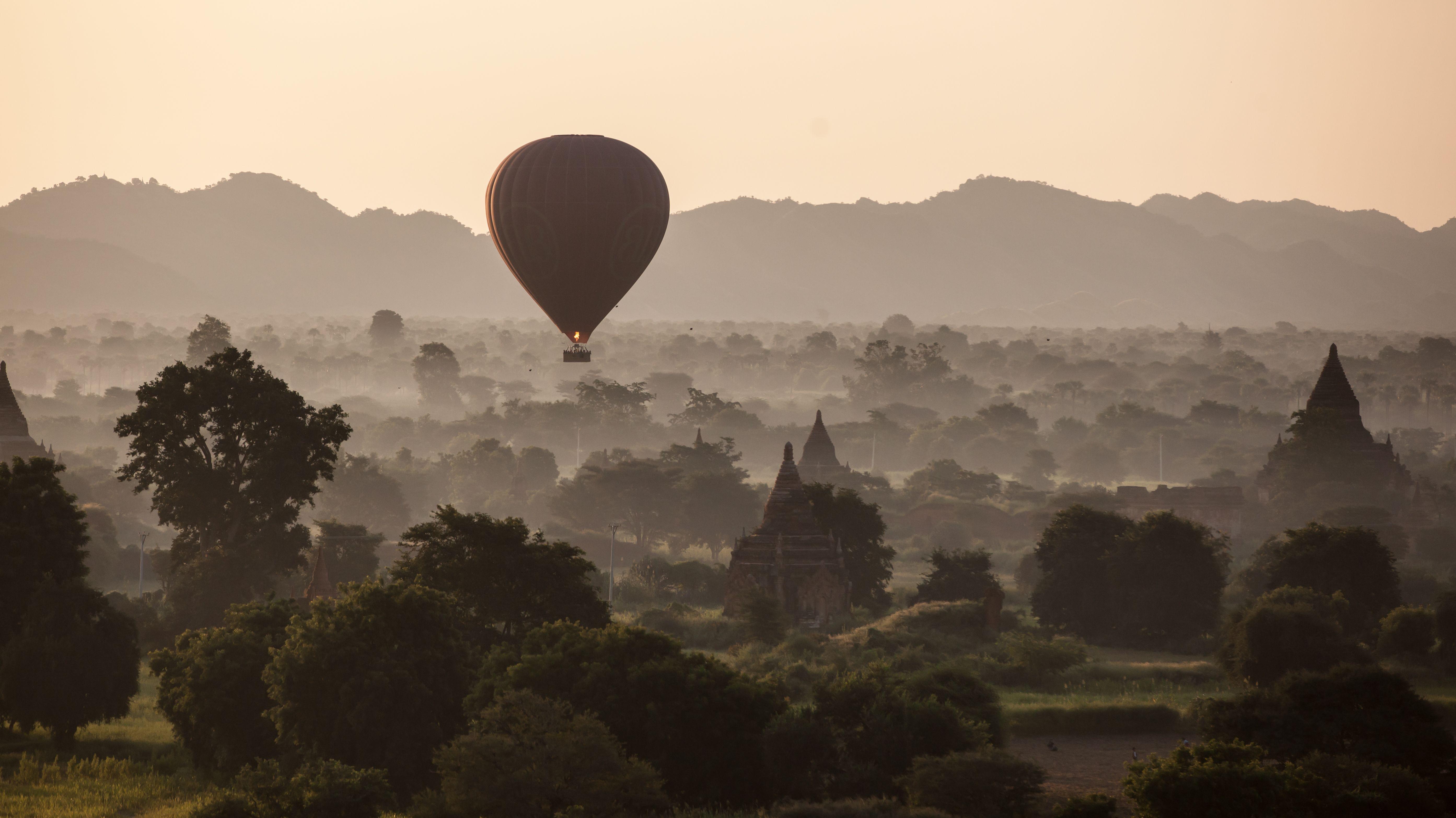 Ballooning in Bagan