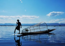 inle rowing boat