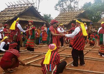 chin traditional dance